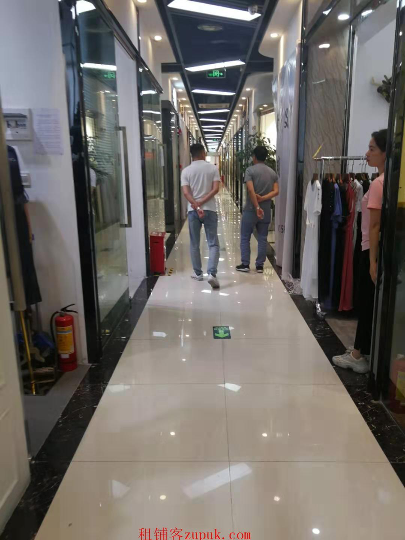 深圳市南山区世纪广场服装店转让