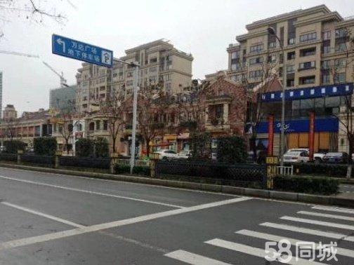 江北万达广场正对面临街商铺教育机构看过来