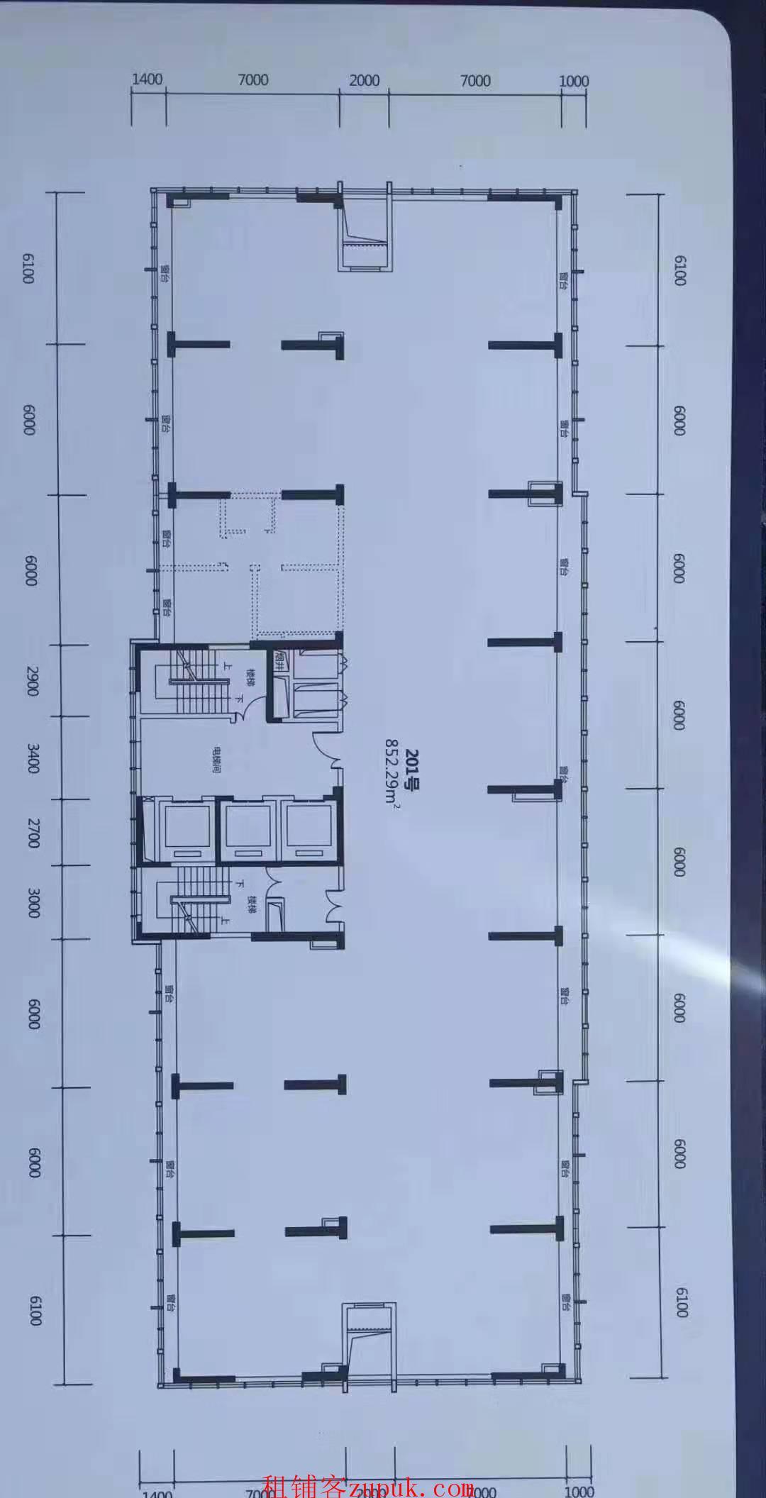 五象总部基地1.4万一楼铺面5.09米高