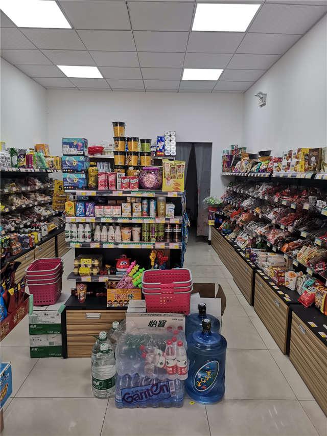 长沙天心区友阿奥特莱斯地铁口附近小区大门口超市转让急转