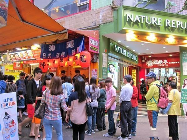 普陀灵石路沿街商铺一楼 轻重餐饮不限 执照包办