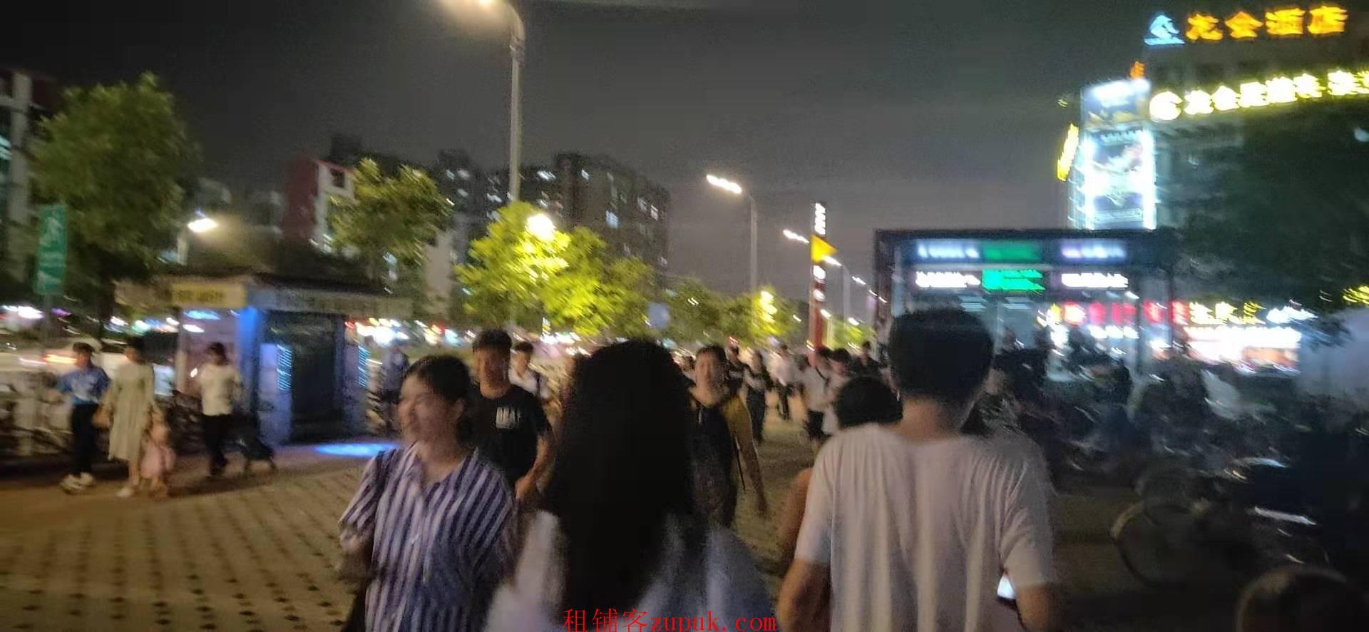 芳村街口,小吃店,可炸鸡水果捞,饭食快餐,门口人多,生意好做