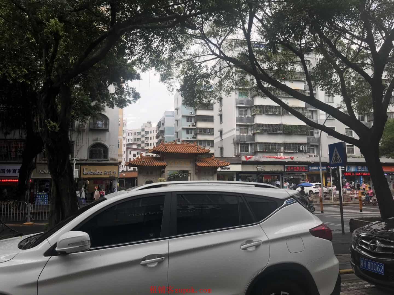 南鹏百货临街美食广场,人流大,餐饮少,江湖风格,拎包进驻
