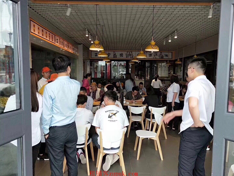 黄埔绿地中央广场 白领办公集中 饭点人挤人 竞争小