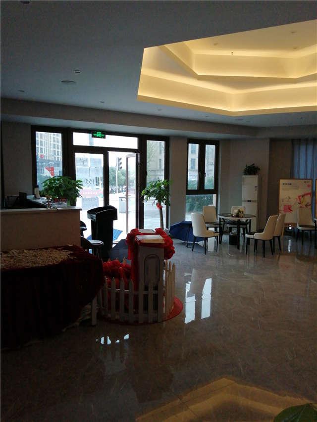 重庆渝北国博城黄金十字路口商铺