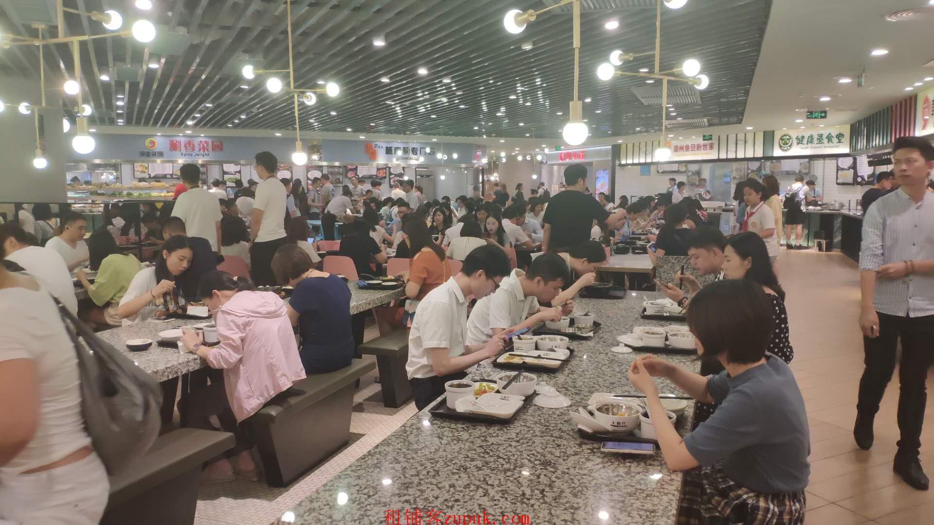 上下九大型美食集市,可串串煲仔饭米粉美味粥汉堡炸鸡等小吃