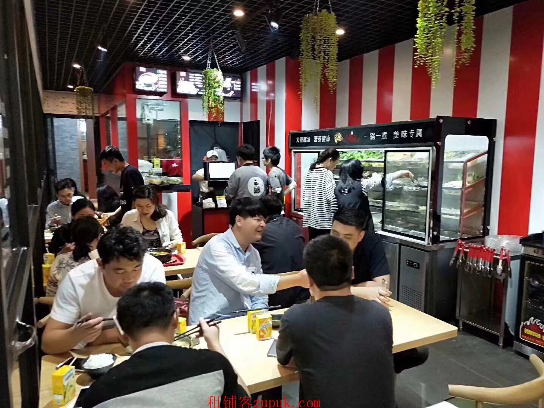 三元里牌坊进出口位置 外地人口用餐需求大 饭点人挤人