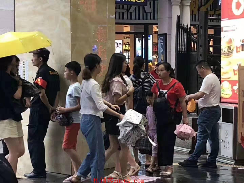 广东省技师学院,校内档口店铺,可各种餐饮饭食小吃人超多小万人
