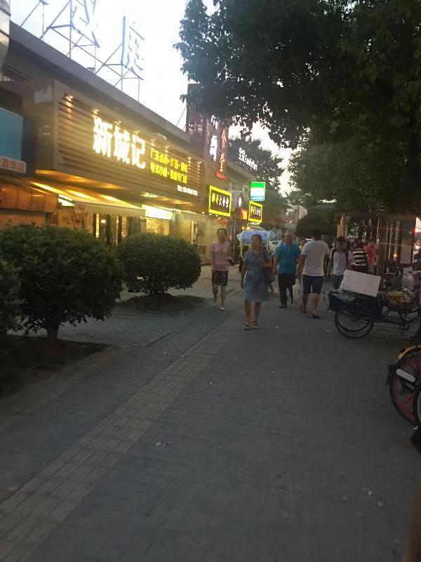 三甲第四人民医院门口 房东直租 旁边学校 成熟商圈重餐饮店铺