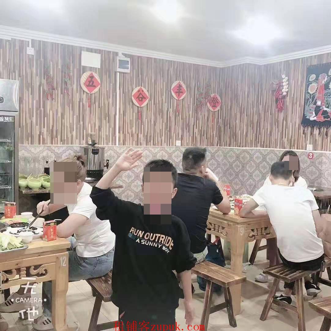 二戈寨中心地段盈利餐饮店转让