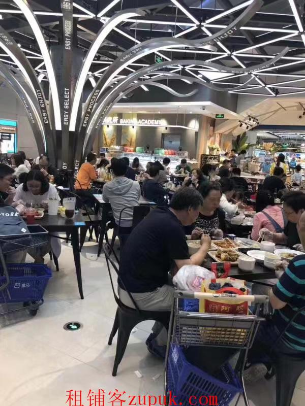 番禺解放路一楼美食城,可明火,租金3500,人流超大!