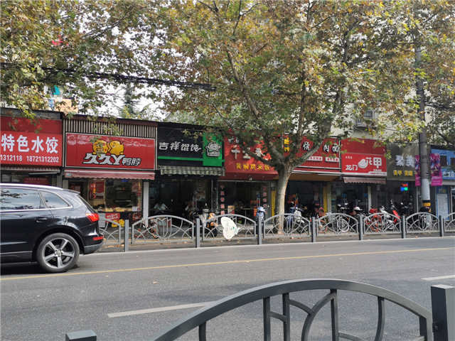十字路口 龙茗路重餐饮旺铺 房东直租无转让费 办公居民集合