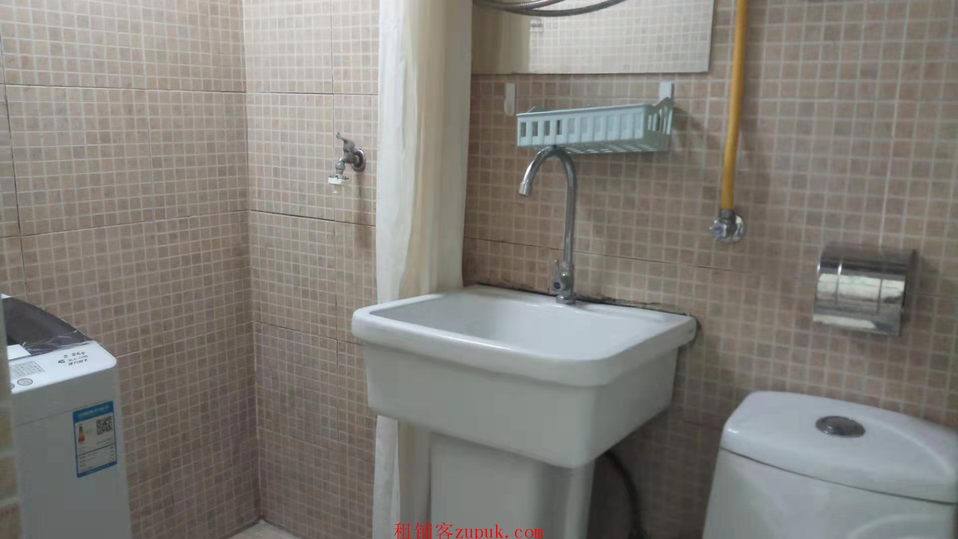 稀有南京市中心新街口大洋百货旁7楼单室套31平111万元出售