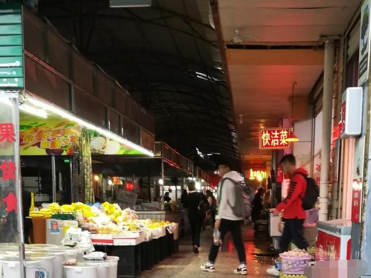 (房东)中学旁菜市场入口双头门面可做菜市场生意和学生生意或其它生意