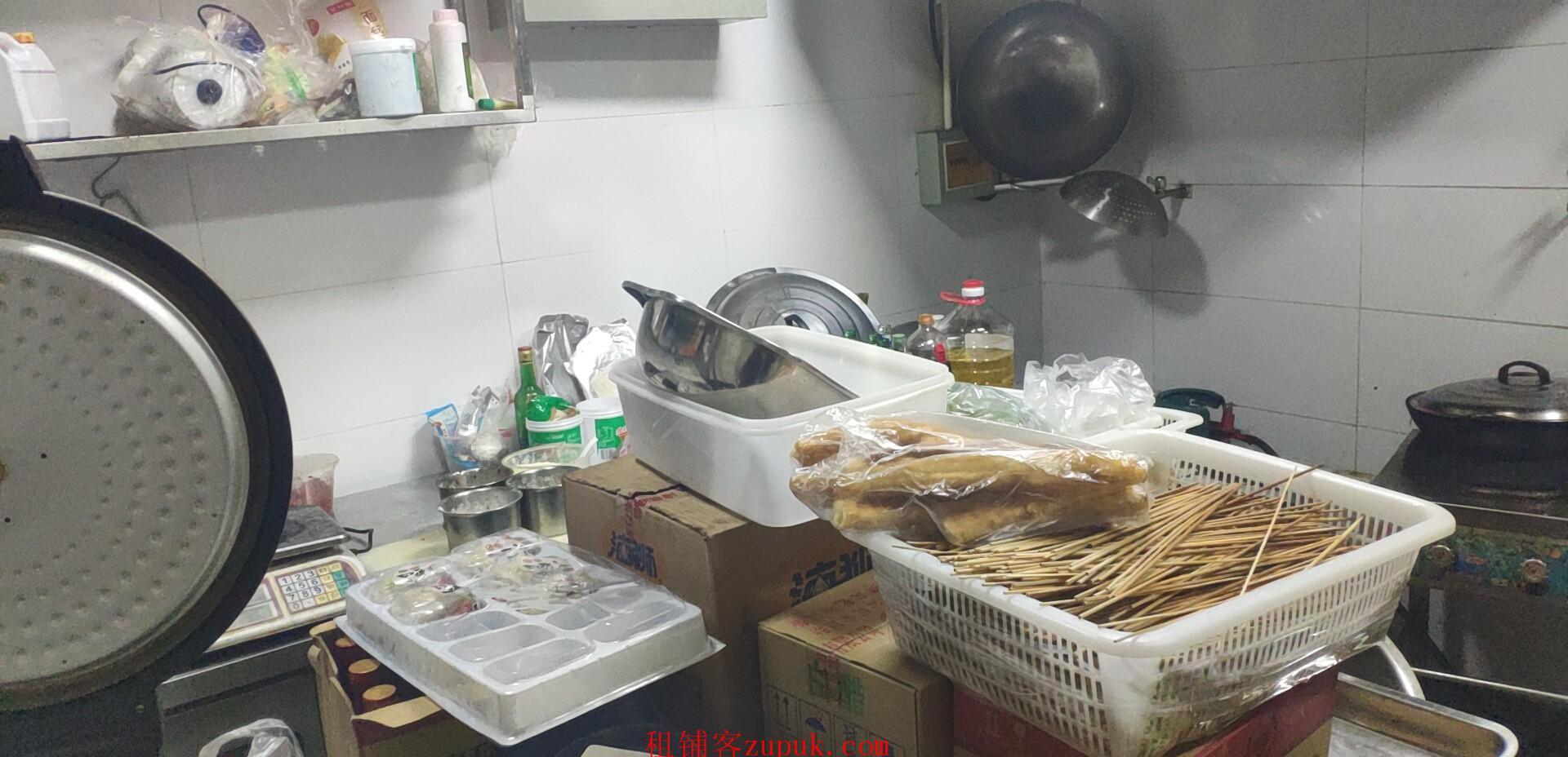 海珠厦滘地铁对面旺铺,门宽4米可明火,适合快餐烧烤麻辣烫等