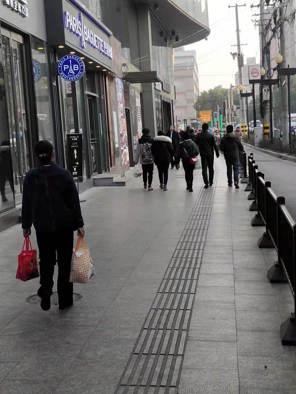 地铁连通商场沿街门面出租,主招餐饮,消费单价高,人流大