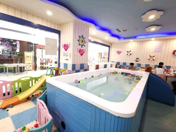 婴幼儿水育乐园