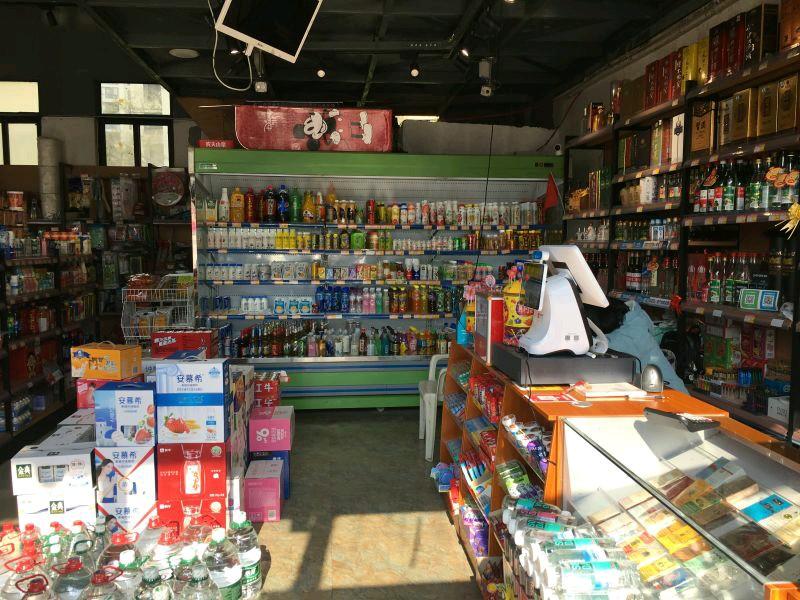 观山湖区美的林城盈利旺铺超市转让