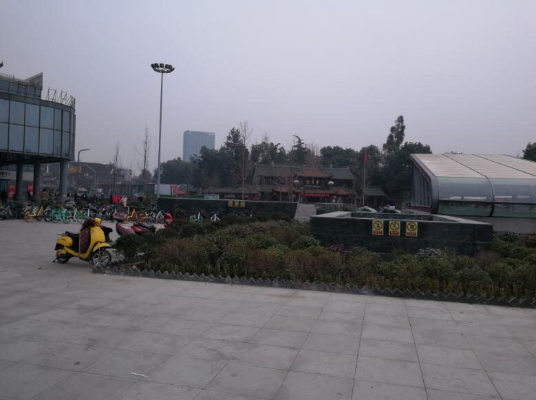 5号线站口,青羊宫旁浣花香写字楼负一楼独立商铺