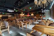 青年路国美商业街咖啡酒吧转让(证照齐全),210平米;