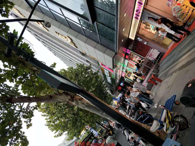 延安路龙翔桥沿街小吃旺铺出租,客流全天不断
