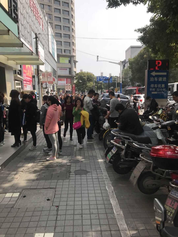 浦东 商场外沿街小吃店铺 物业直租 无转让费 葱油饼炸鸡奶茶
