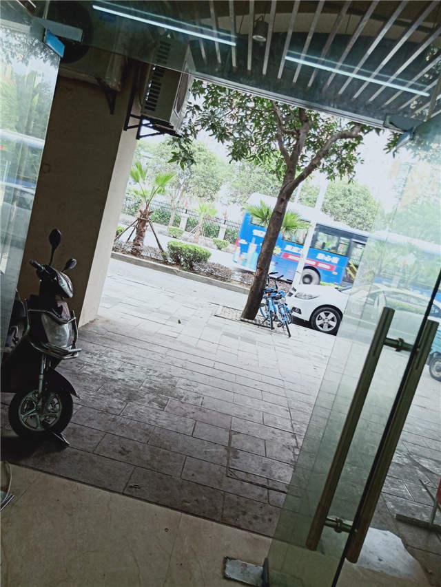 马尾沿街地段饭店