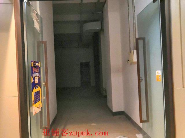 大坪龙湖时代天街7栋2楼商铺朝中庭