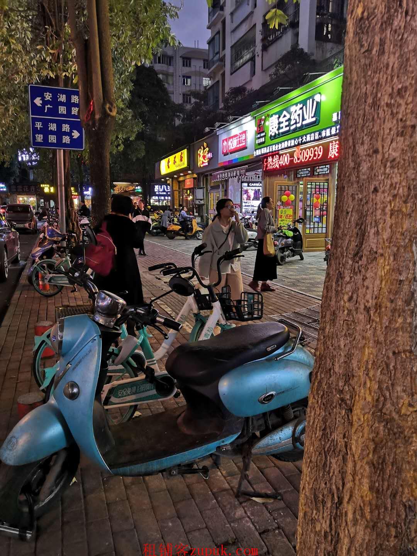安湖路临街店面(港宁同排)