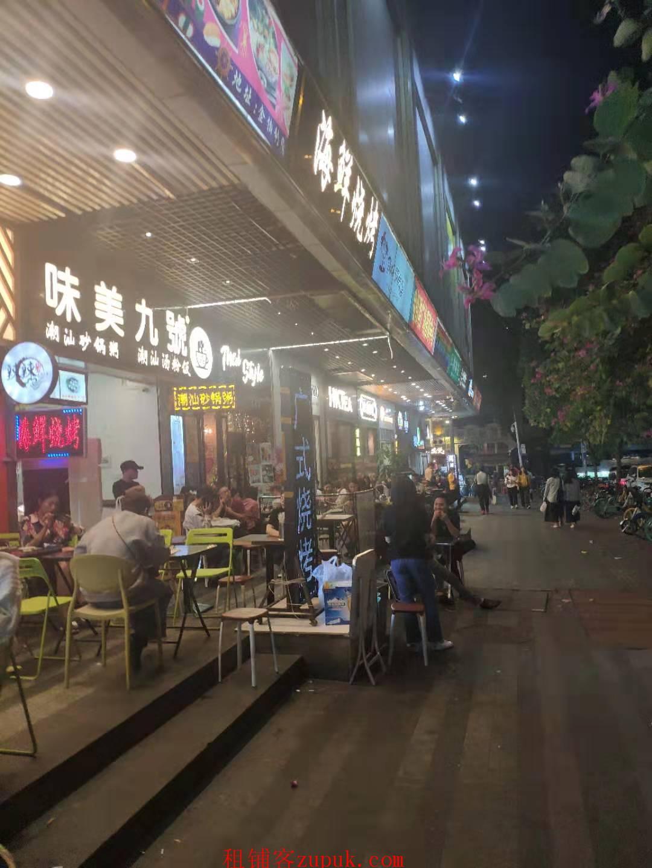 绿地中央广场,新出重餐饮旺铺,有排烟可办执照,办公人众多!