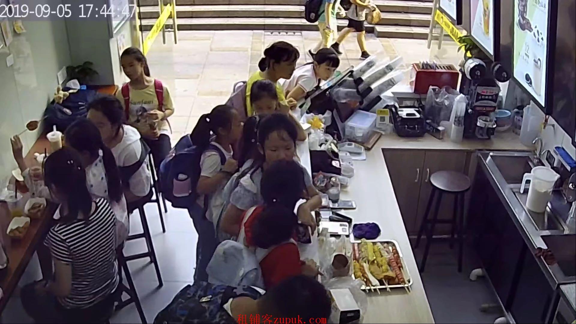SDS个人 谢家湾小学门口 品牌冷饮小吃店转让