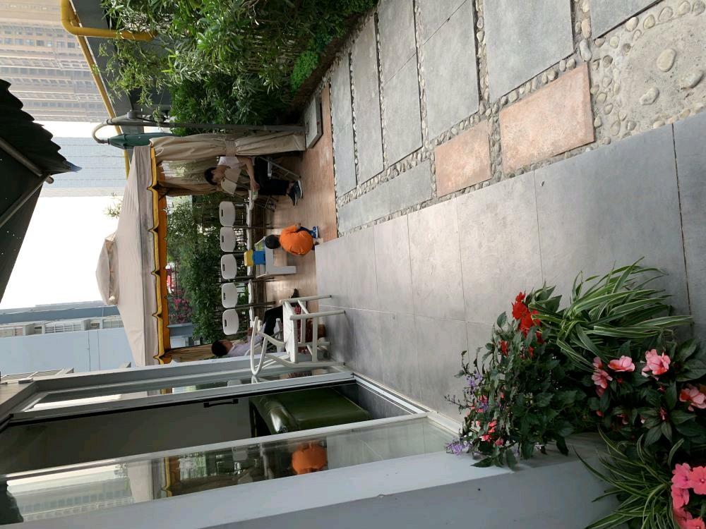 青秀万达对面景晖花园260平场地招租,带大露台