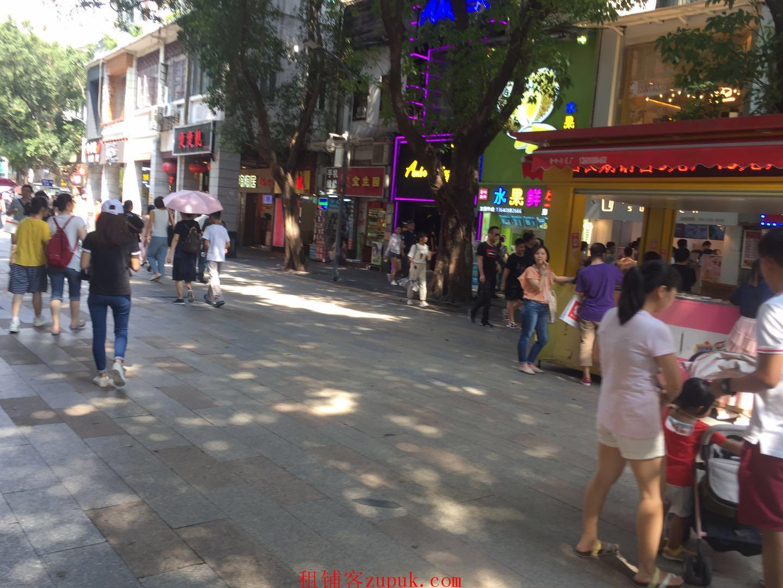 荔湾西华路餐饮旺铺,沿街一楼,靠十字路口,全天客流不断!