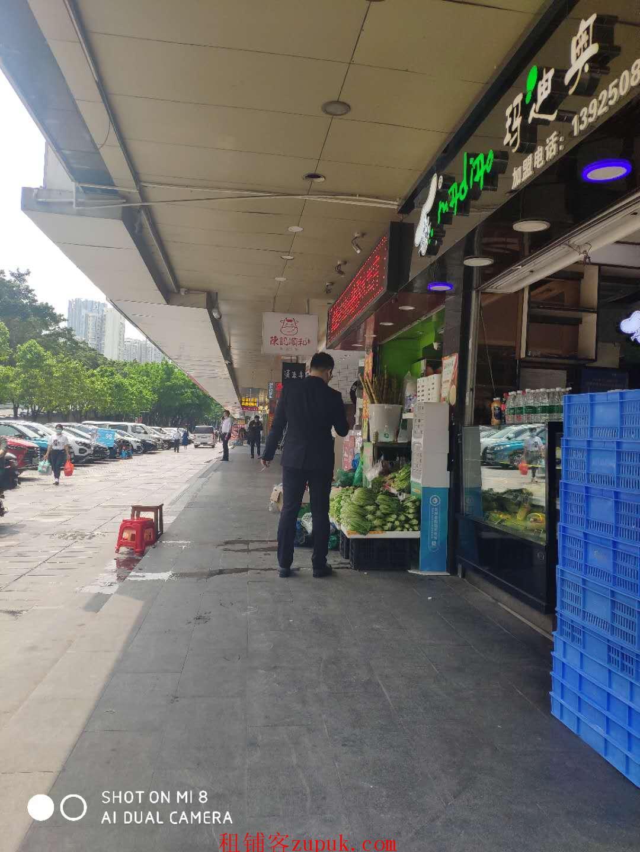 绿地商务区,地铁口美食街靓铺招租,可做各类重餐饮,双展示面!
