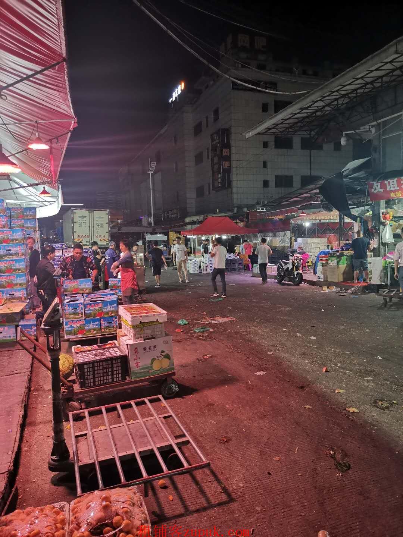 红星水果市场旁拐角门面出租