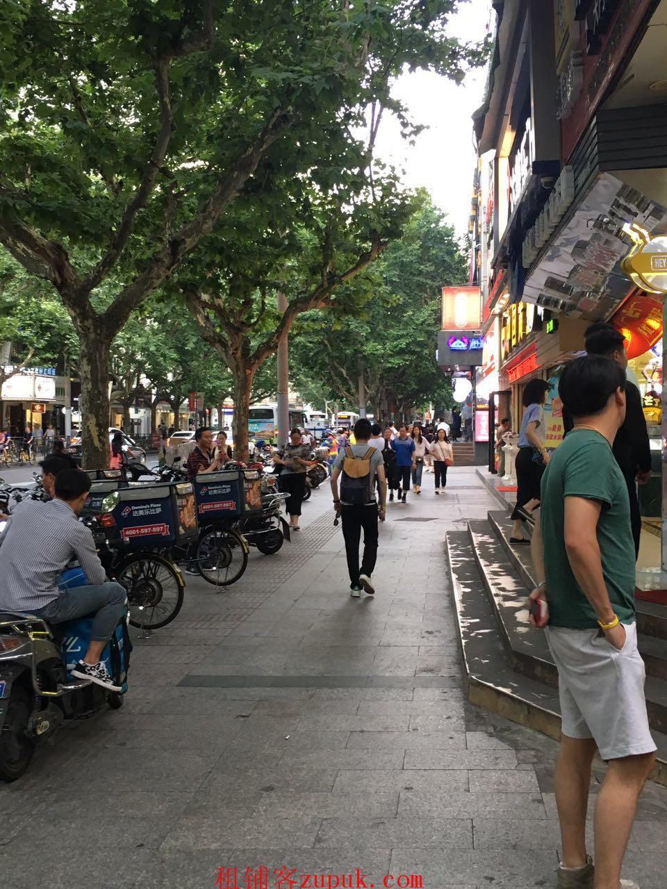 陈家祠商圈城中村出入口  旺铺招租拐角位置人很多
