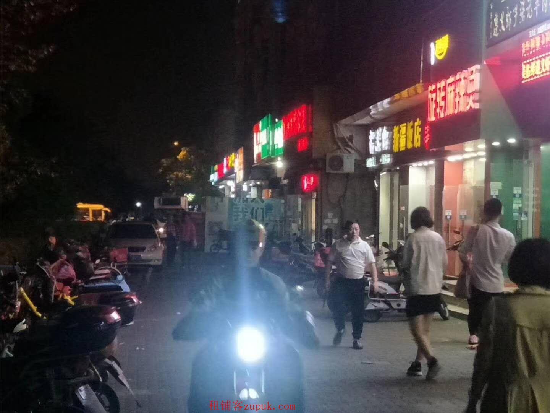越秀农林下路餐饮旺铺,可明火,沿街一楼,靠近十字路口!