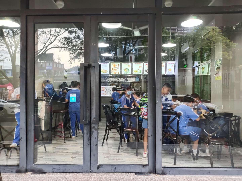 六年老店生意稳定学校门口奶茶店