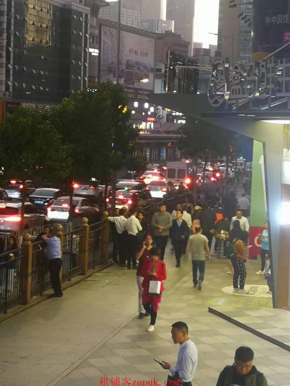 天河岗顶地铁口美食城 周边写字楼众多 人流量超大