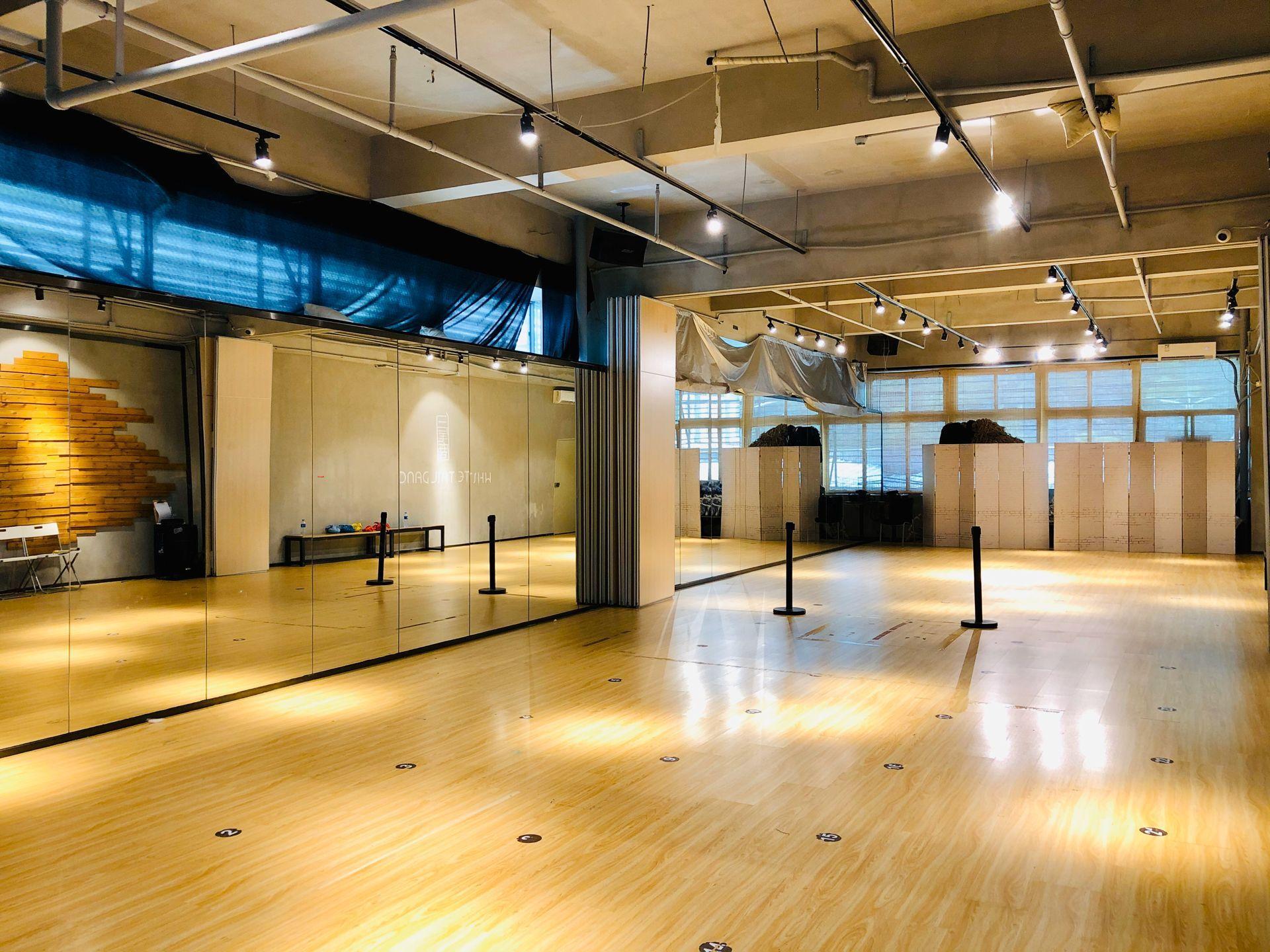 南山区龙井地铁口运动泛娱乐综合体一楼商铺244平米