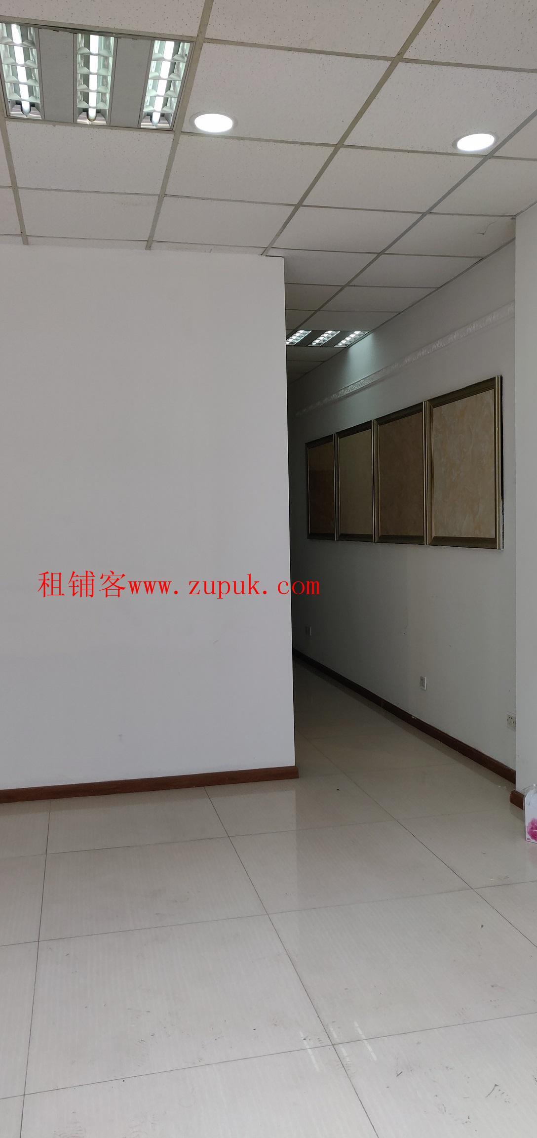 蜜蜂城精装一楼商铺 55平米 适合美容美发 月租3600元