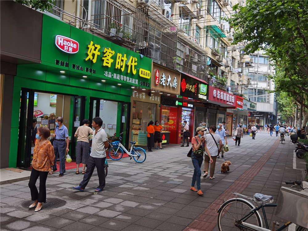 (出租)长宁仙霞路旺铺直租!适合服装生鲜水果进口视屏餐饮