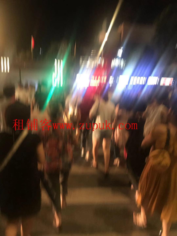 番禺大学城餐饮旺铺,靠十字路口,客流不断,高消费,业态不限!