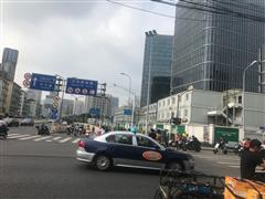 火车站北广场十字路口旺铺  餐饮百货可分割