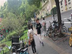 宝山共康路地铁站 沿街餐饮旺铺出租 营业执照齐全 看铺随时!