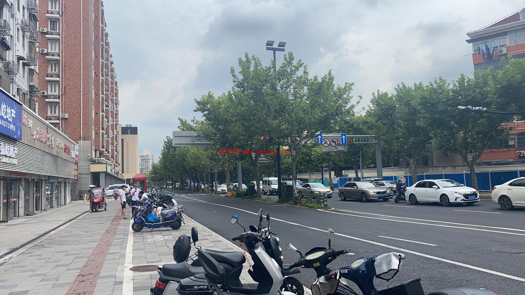 长宁北新泾地铁站百联购物中心招餐饮服饰麻辣烫香锅料理烤鱼