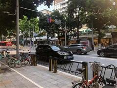天河五山路餐饮旺铺,沿街30平,可奶茶小吃等,靠十字路口!