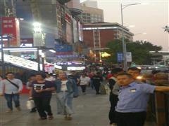 京溪南方医院地铁口,全天人流不断,居民消费高。