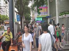 海珠万胜围旺铺,地铁口,可小吃饮品早餐,7字展示面,客流不断