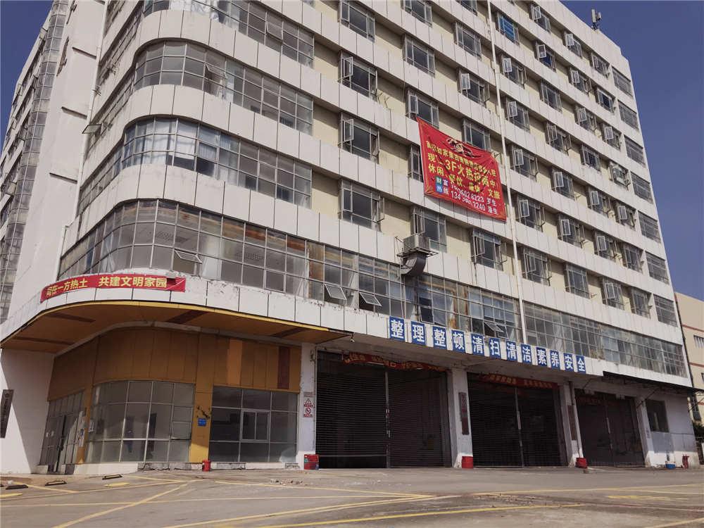 四星级酒店即将落户,会展中心火爆在即,人流密集,超大铺面